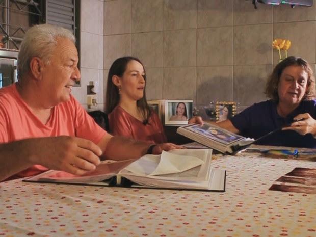 Gabriela ao lado dos pais: superação familiar (Foto: Reprodução/ TV TEM)