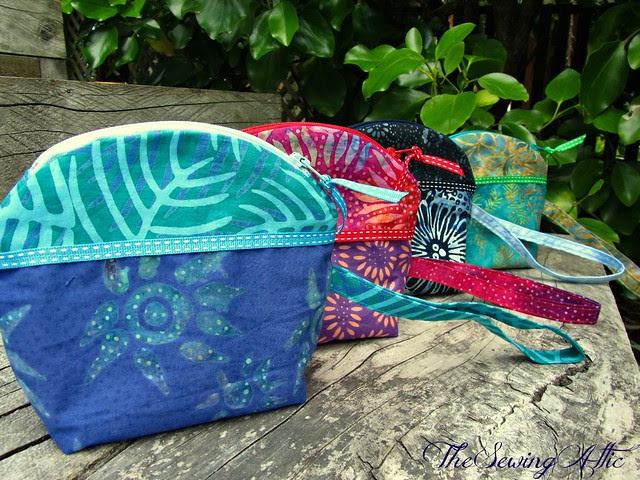 Little zippered pouches/wristlets