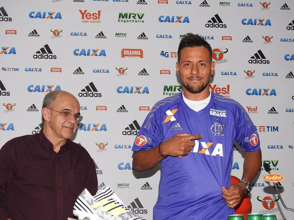 Bandeira chamou Diego Alves de goleiro