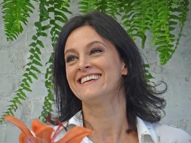 Claudia fala da mãe com entusiasmo (Foto: Mais Você / TV Globo)
