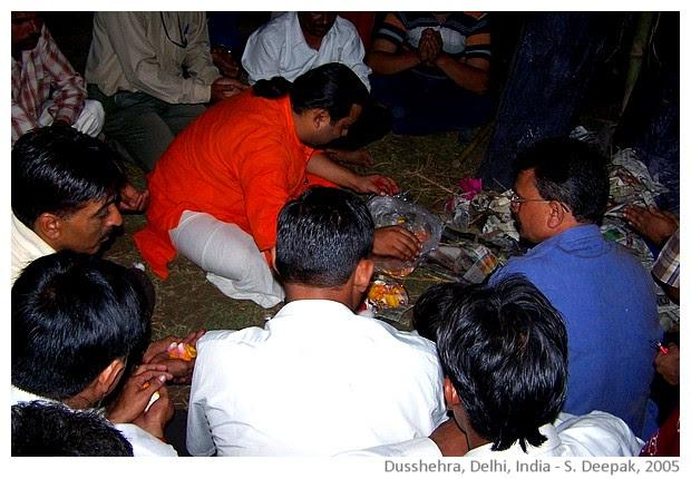 Dushhera, Delhi, India - images by Sunil Deepak, 2005