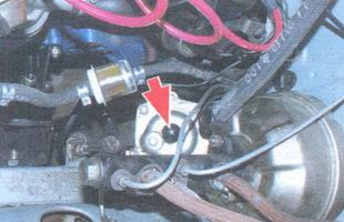 статья про Регулировка в рулевом механизме зазора зацеплении ролика с червяком автомобиль ВАЗ 2106