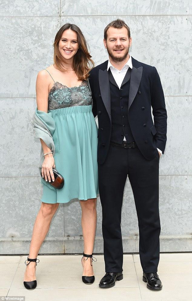 A resposta da Itália à Dermot: host Fator X Alessandro Cattelan participou com sua namorada Ludovica Sauer