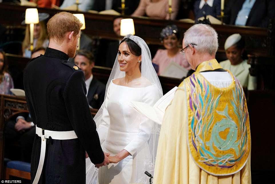 Meghan Markle se casó con el Príncipe Harry en un servicio de mudanzas oficiado por el Arzobispo de Canterbury y es observado por millones de personas alrededor del mundo.