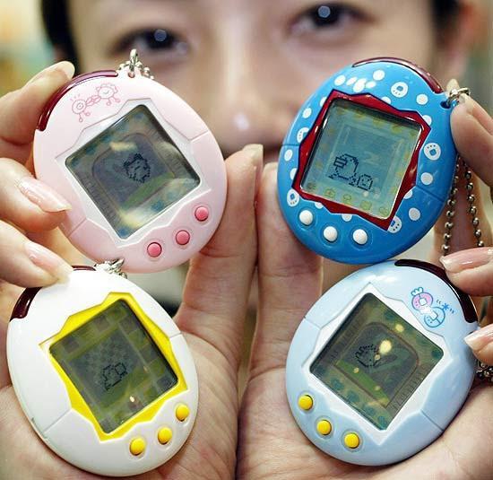 Tamagotchi, pequeno ovo eletrônico que introduziu o conceito de animal de estimação virtual