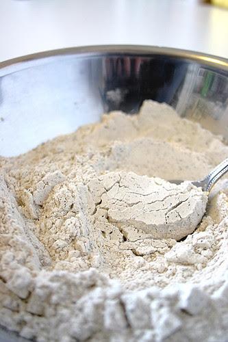 Wattleseed speckled flour