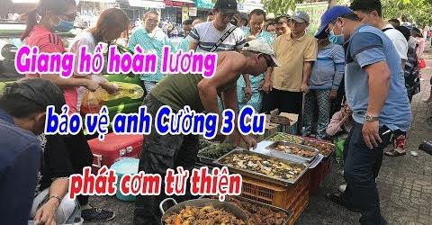 Việt kiều Mỹ tặng tiền đồng hành cùng anh Cường 3 Cu tặng cơm từ thiện cho bệnh nhân nghèo