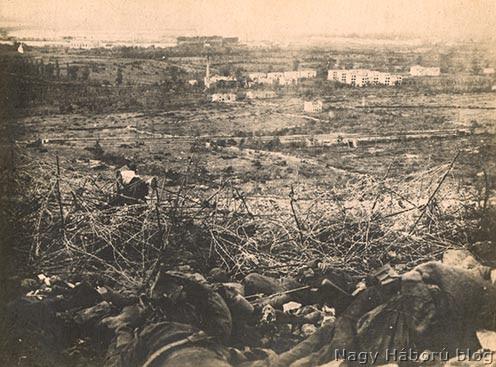 Elesett katonák a Monfalcone fölötti magaslatokon 1915-ben