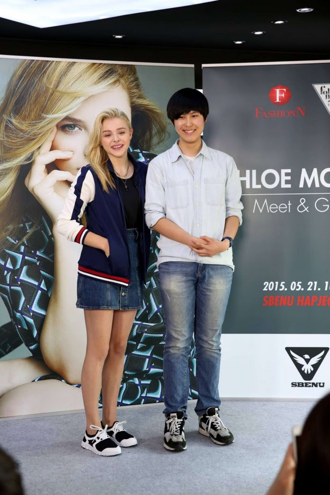 Chloe Moretz: Meet and Greet at Sbenu -01