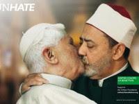 Empresa divulga imagens do Papa Bento XVI beijando líder egípcio e causa revolta entre católicos