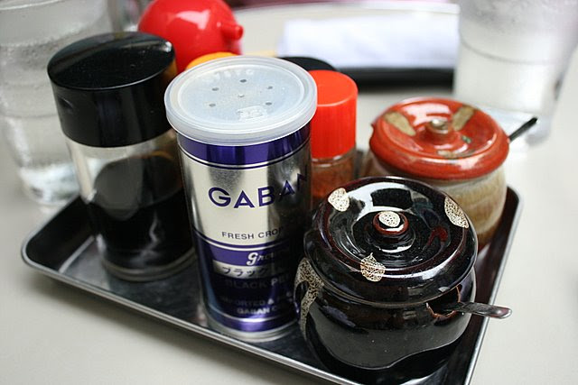 Seasoning and condiments tray