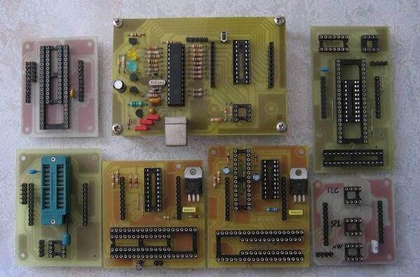 Programa PIC10-12-16-18-24, dsPIC30-33, EEPROMs tipo 24xxxx (I2C), 25xxx (SPI), 93xx6 (MicroWire), DS24xx (OneWire), 11xxx (UNIO), alguns micro ATMEL micros, comunica com dispositvos I2C & SPI genéricos.