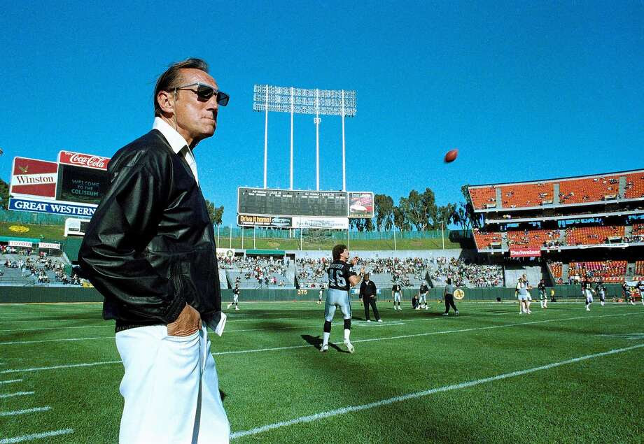 While based in Los Angeles, then-owner Al Davis brought the Raiders back to Oakland for an exhibition game in 1989. Photo: Scott Anger, AP