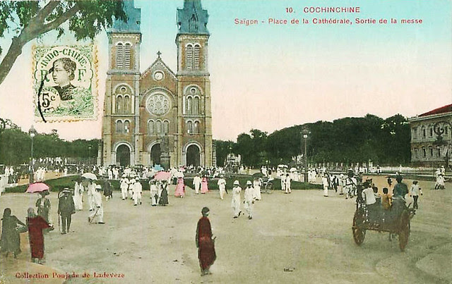 SAIGON - PLACE DE LA CATHEDRALE - SORTIE DE LA MESSE
