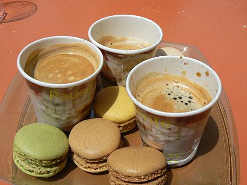 café et macarons.jpg