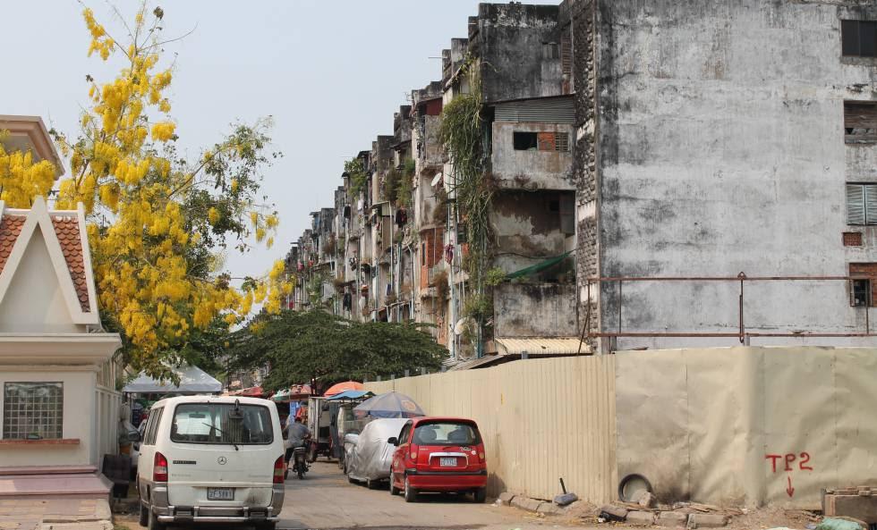 Los terrenos del White Building, apenas a diez minutos de paseo del Palacio Real de Phnom Penh, valdrán una fortuna cuando sean edificados.