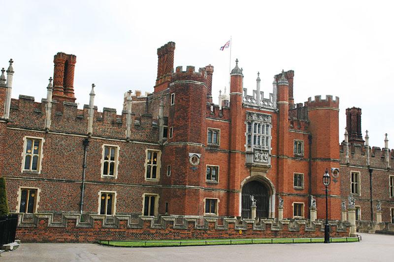 File:Hampton-Court-A.jpg