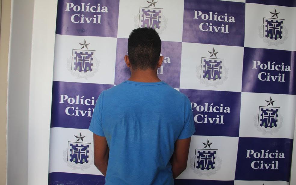 Menor de 17 anos confessou ter matado assistente social a facadas, diz polícia (Foto: Alex Gonçalves/ Bahia dia a dia)