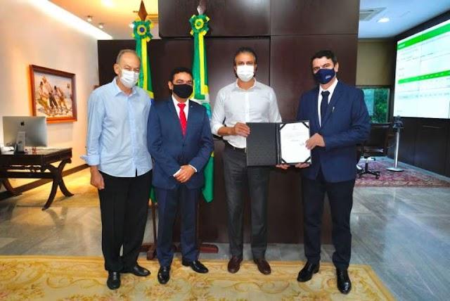 Novo reitor da Uece é nomeado pelo governador Camilo Santana