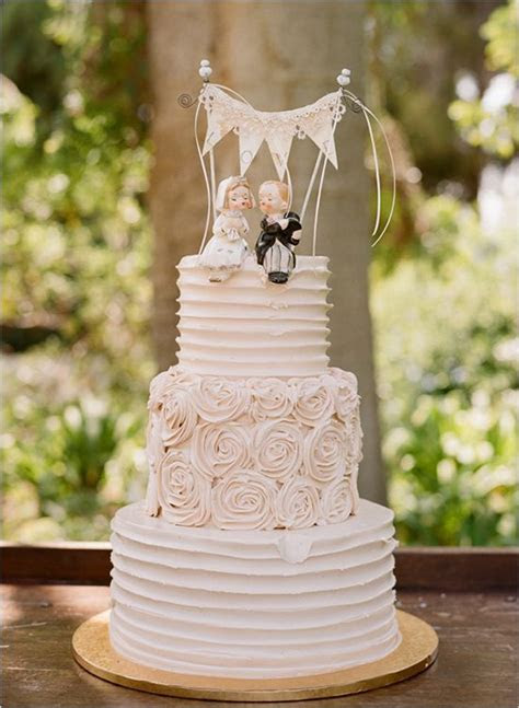 20 Delightful Wedding Cake Ideas for the 1950s Loving