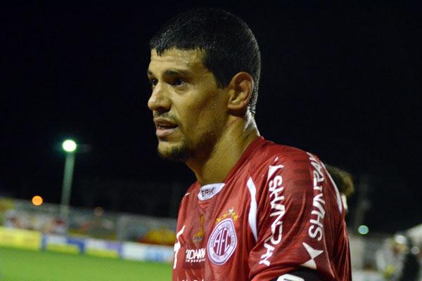 Capitão da equipe, zagueiro Edson Rocha fica fora da estreia na Copa do Brasil