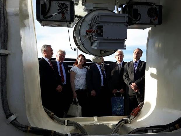 Autoridades durante inauguração de telescópio russo em Brazópolis (Foto: Samantha Silva / G1)