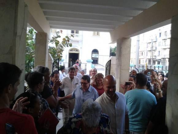 El Canciller Bruno Rodríguez y otros interantes de la dirección del MINREX participaron en la presentación de Gerardo como Vicerrector del ISRI. Foto. Cuenta en Facebook de Indira Guardia