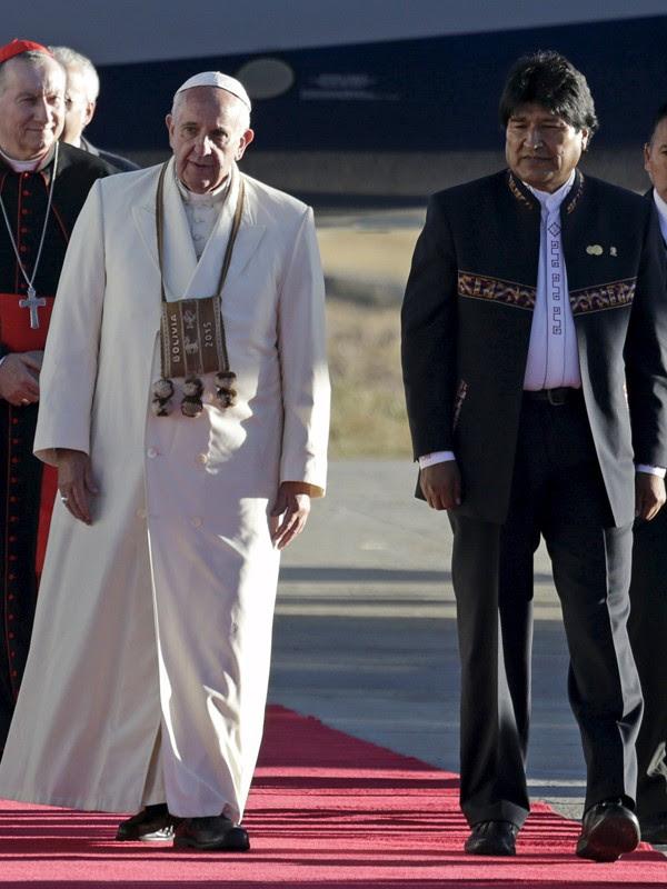 Papa chega à Bolívia encontro com Evo Morales (Foto: Reuters)