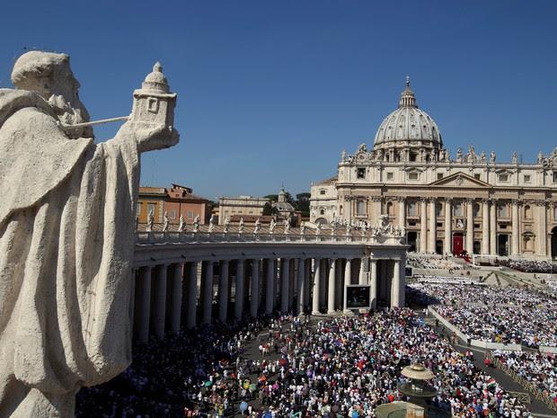 Praça de São Pedro, no Vaticano, durante a cerimônia de canonização de Madre Teresa de Calcutá (Foto: Stefano Rellandini/Reuters)