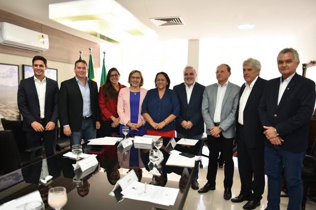 Resultado de imagem para fotos de fatima bezerra com deputado e senadores do rn