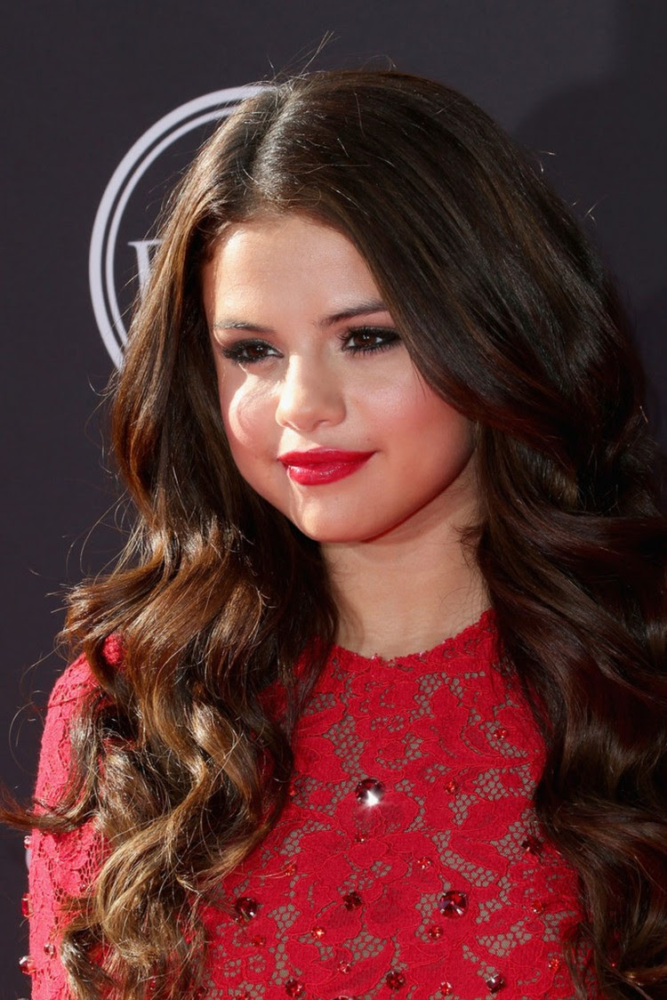 Selena-Gomez- at-2013-ESPY-Awards-in-Los-Angeles-Pictures-Image-3