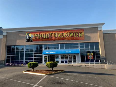 spirit halloween replaces toys    bellevue downtown
