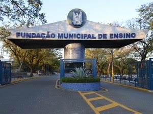 Fachada da Fundação Municipal de Ensino de Piracicaba (Foto: Thomaz Fernandes/G1)