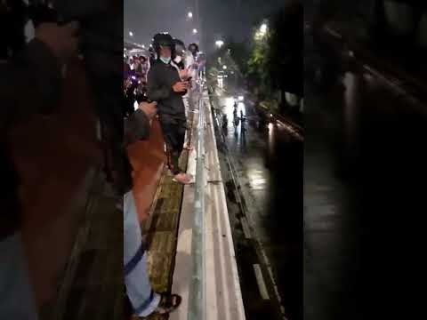 Lakalantas, Truk Tronton di Jalan Layang Slipi Timpa Mobil Dinas TNI