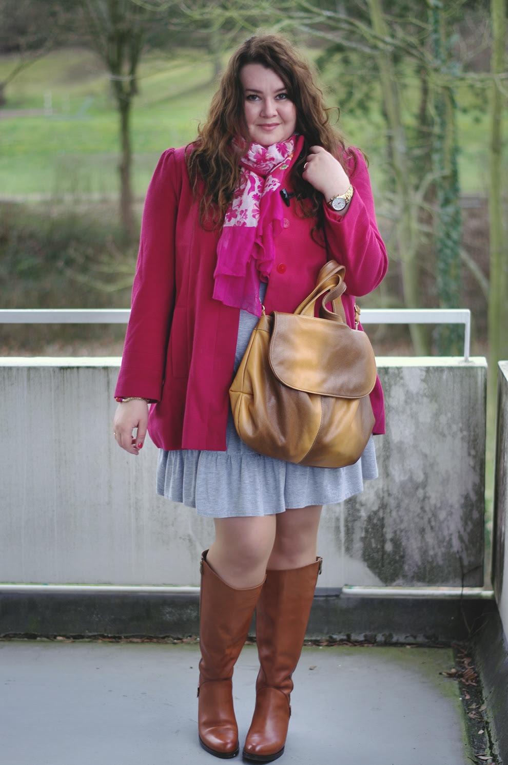 Große Größen Plus Size Fashion Blog F&F pink duffle coat grey dress jilsen boots