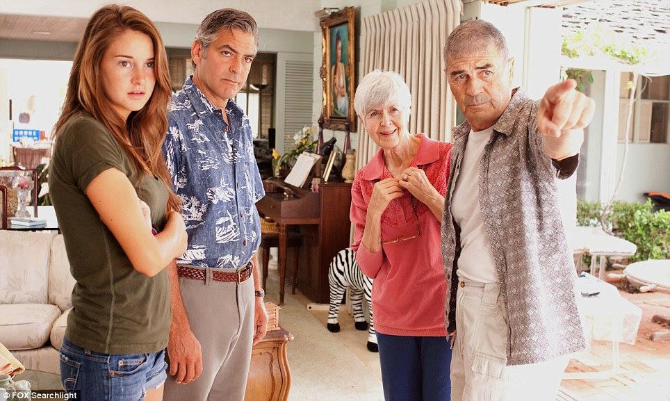 Conto de aflição da família: George Clooney foi elogiado por seu retrato de um homem que é forçado a ligação com suas duas filhas, quando sua esposa é ferido em um acidente de carro