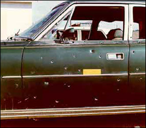 English: F.B.I. photograph of agents' car afte...