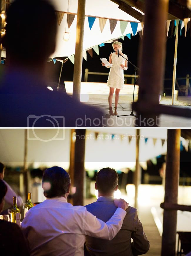 http://i892.photobucket.com/albums/ac125/lovemademedoit/welovepictures/StrandKombuis_Wedding_101.jpg?t=1324655158