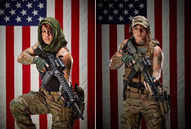 Kinessa Johson, que serviu no Afeganistão, gosta de exibir suas armas em fotos (Foto: Reprodução / Facebook)