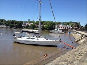Foto de arquivo mostra veleiro que está a 180 milhas do Porto de Rio Grande (Foto: Divulgação/Marinha do Brasil)