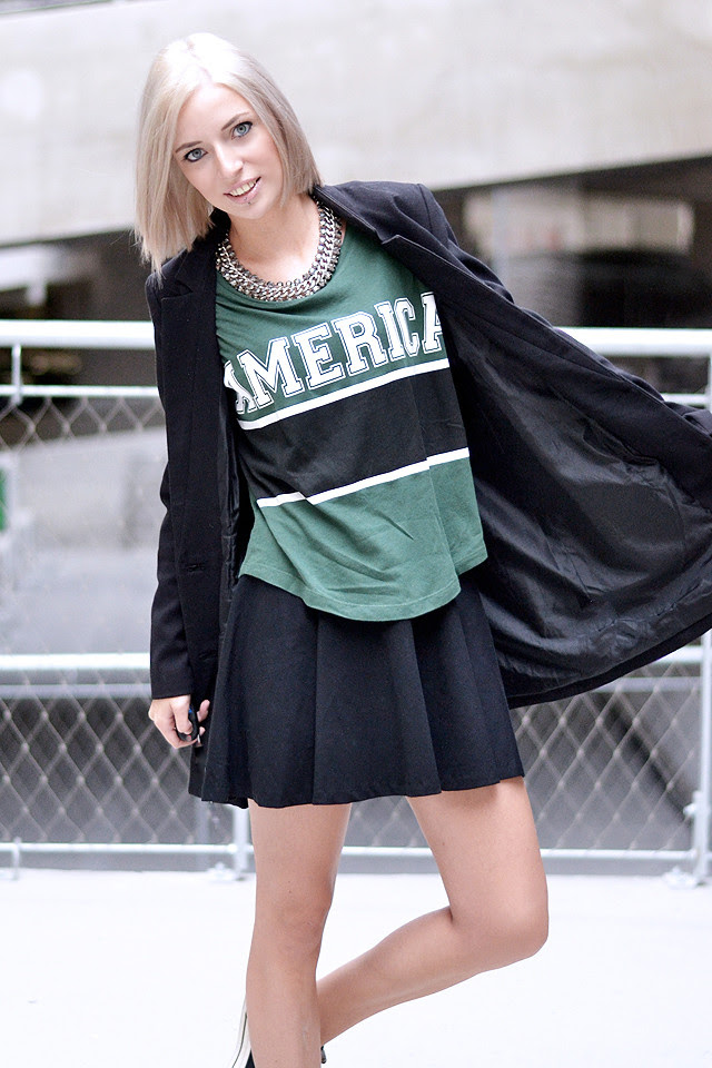 Fashion blogger, varsity style,skaterskirt, gina tricot, h&m, converse all star chuck taylor black, h&m divided pleated skirt, boyfriend blazer, outfit shoot, parking, belgium, black and green, inspiration, streetstyle, statement necklace, h&m trend
