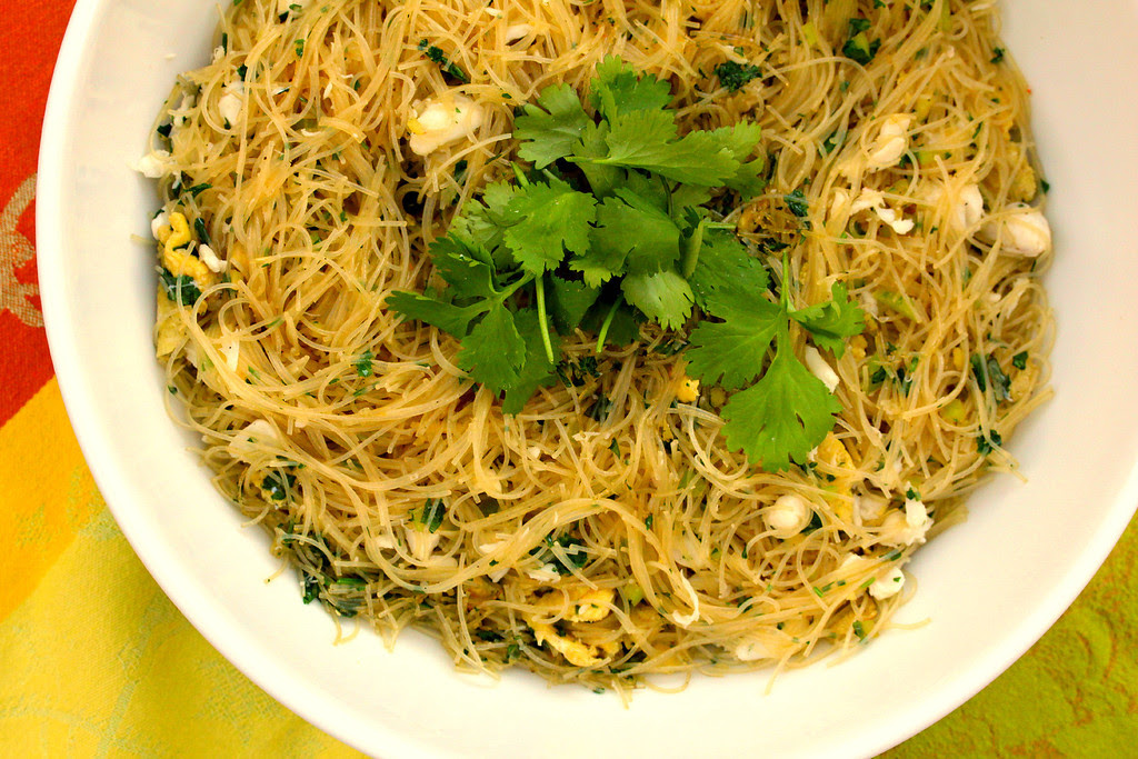Stir-Fired Cilantro Chili Noodles with Egg and Crab