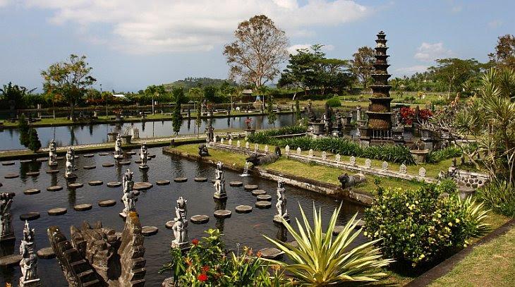 Водний палац Тіртаганга на Балі