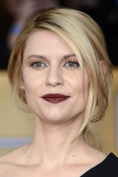 Actress Claire Danes arrives at the 19th Annual Screen Actors Guild Awards held at The Shrine Auditorium on January 27, 2013 in Los Angeles, California.