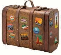 valise en cuir avec des etiquettes