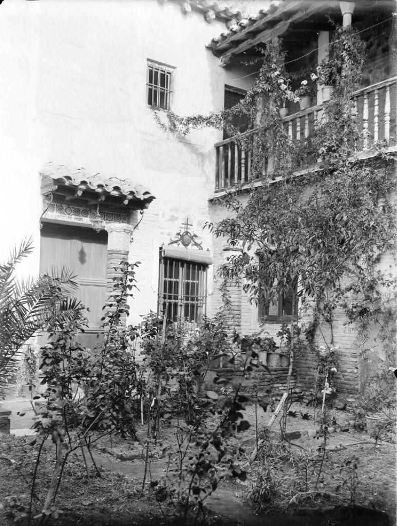 Patio en Toledo en los años 20. Detalle de una Fotografía de Otto Wünderlich. © Fototeca del Patrimonio Histórico