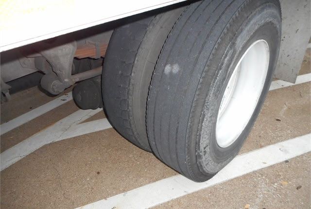 This truck demonstrates uneven treads on dual tires. Photo by Les Smart.