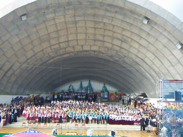 A Singing Field of Ternopil (Ukraine) can to place more than 500 singers at the same time