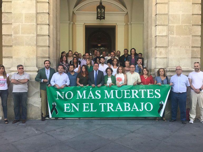 accidente laboral Sevilla minuto de silencio sindicatos: Los sindicatos exigen un pacto contra la siniestralidad laboral