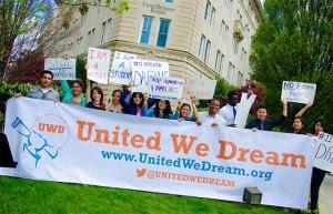 Enquanto esperam, ativistas do grupo United We Dream (UWD) divulgaram uma lista de 5 itens que facilitarão a inscrição no processo
